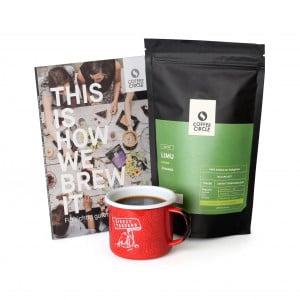 Kaffee, Emailletasse + Buch